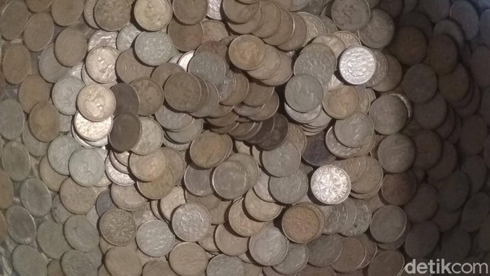 Keraton kecirebonan mengoleksi mata uang asing zaman dulu