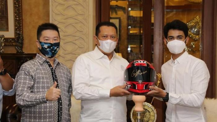 Ketua MPR RI Bambang Soesatyo (Bamsoet) mendukung kiprah pembalap nasional, Andi Farid Izdihar, yang pada tahun 2021 ini akan berlaga dalam ajang World Championship MotoGP di kelas Moto3