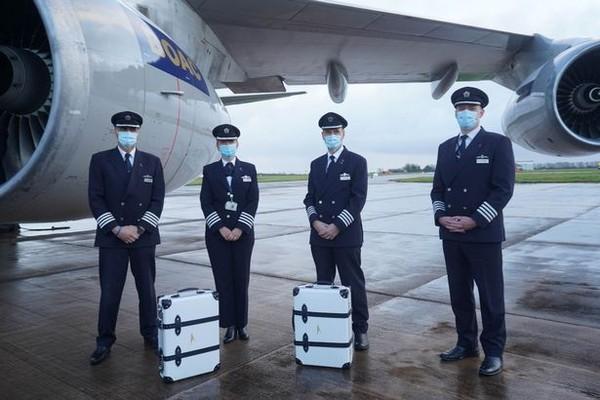 Sementara itu dua koper lain juga tersedia di platform lelang bid_in untuk dilelang. Tujuan lelang untuk mengumpulkan dana bagi Flying Start yang menjadi bagian dari kemitraan British Airways dengan Comic Relief. (Foto: British Airways)