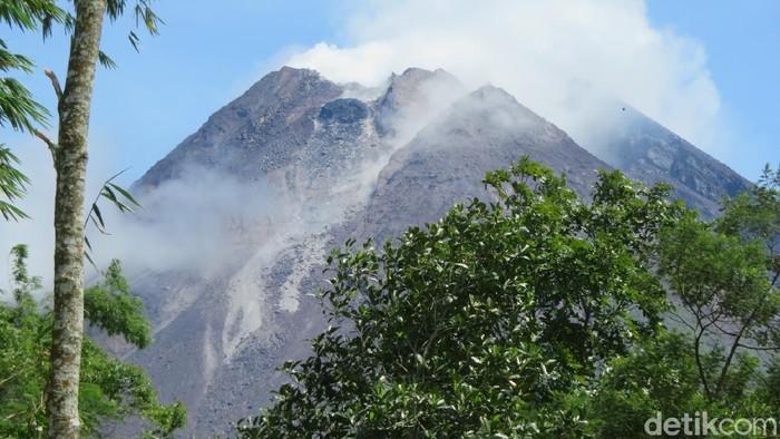 Kubah lava Gunung Merapi di sisi barat daya, Rabu (13/1/2021).