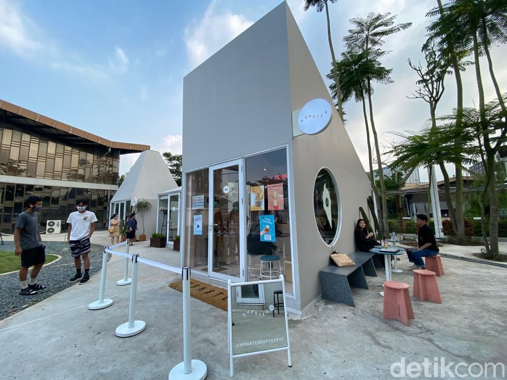 Manatea : Ngemil Waffle Plus Es Krim Seasalt Hojicha di Kafe Instagrammable