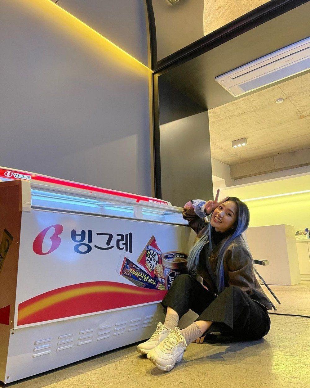 MImi Oh My Girl dapat Kiriman Sekulkas Es Krim