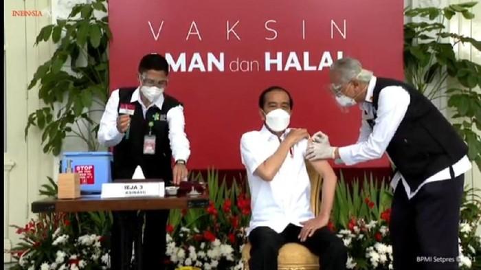 Momen Jokowi DIvaksin Corona