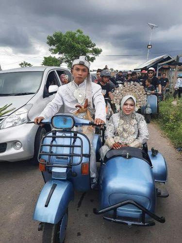Kisah pengantin viral yang naik skuter gandeng.