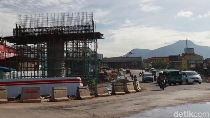 Pembangunan simpang susun Cileunyi terus dikebut. Keberadaan simpang susun ini diharapkan dapat mengurai kemacetan.