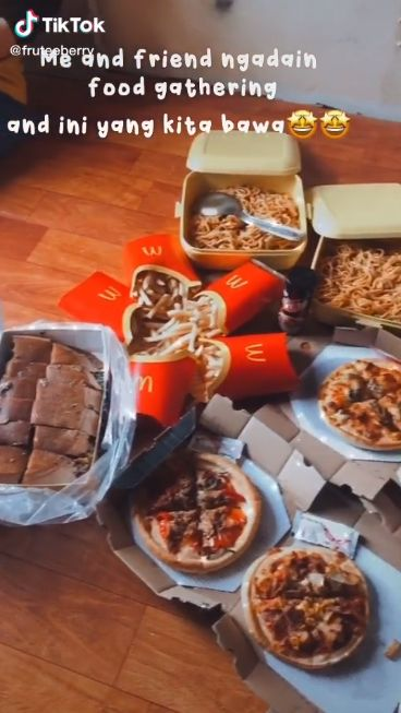 Potluck Makanan Bareng Teman Jadi Tren di TikTok