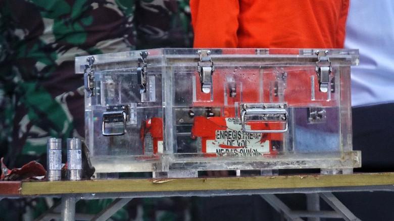 Flight Data Recorder (FDR) black box Sriwijaya Air SJ182 berhasil ditemukan pada hari ke-4 pencarian, Selasa (12/1). Begini proses pncarian hingga FDR ditemukan.