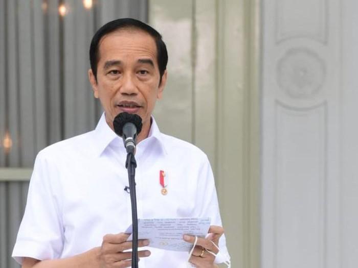 Presiden Jokowi setelah disuntik vaksin Corona