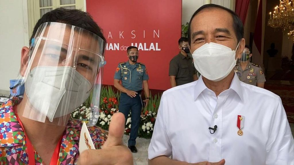 Raffi Ahmad Sempat Nge-Vlog Bareng Presiden Jokowi usai Divaksin COVID-19