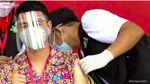 Momen Raffi Ahmad Disuntik Vaksin COVID-19