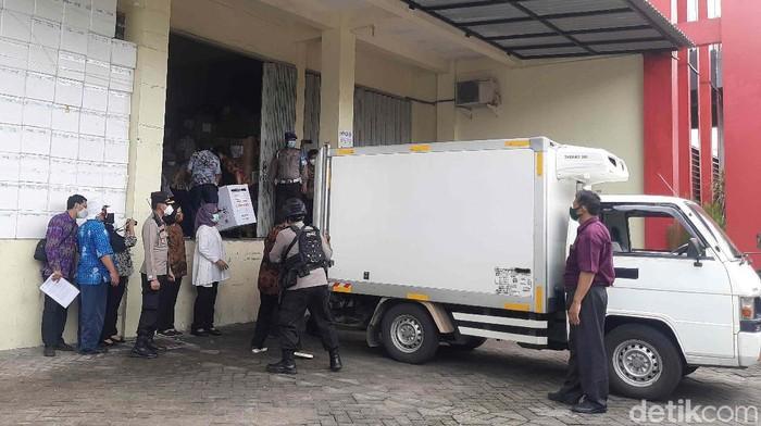 vaksin covid-19 tiba di surabaya
