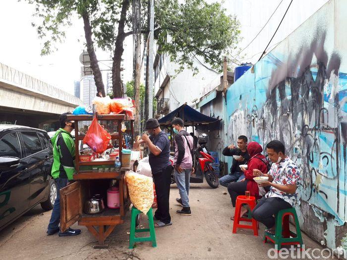 Bubur Ayam Argo Jati Ludes 200 Mangkuk dalam 4 Jam, Omzetnya Rp 3 Juta!
