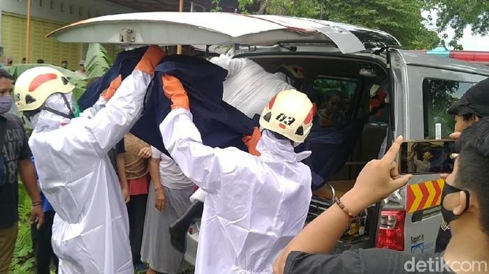 Evakuasi penemuan mayat wanita tertelungkup di saluran irigasi Pekalongan, Kamis (14/1/2021)