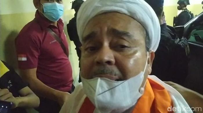 Habib Rizieq tiba di Rutan Bareskrim.