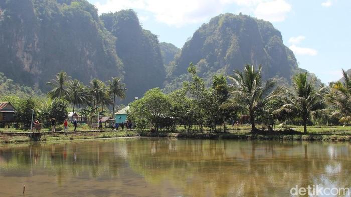 Kampung Berua adalah salah objek wisata yang patut dikunjungi ketika ke Sulawesi
