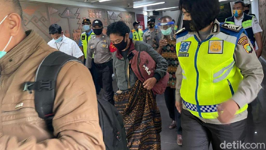 Keluarga 2 Penumpang Sriwijaya Air yang Pakai KTP Orang Tiba di Soetta