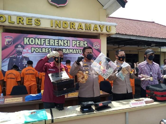 Komplotan Pengedar Uang Palsu di Indramayu