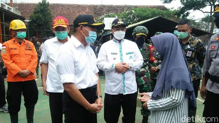 Menteri PMK Muhadjir Arifin minta Pemkab Sumedang rehabilitasi lahan longsor