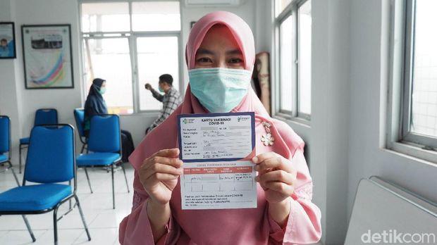 Nakes di Bandung mendapat vaksin COVID-19