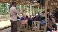 Kapolsek Cibugel, AKP Idan Wahyudin mengatakan, pihaknya bersama satgas COVID-19 Kecamatan Cibugel akan terus memantau seluruh objek wisata, terutama Balong Geulis. Mereka akan terus melakukan koordinasi dengan seluruh pemilik tempat objek wisata, agar selalu patuh dan menerapkan protokol kesehatan yang sudah ditetapkan pemerintah.