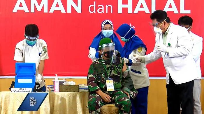Penyuntikan vaksin corona di Riau (Raja Adil-detikcom)