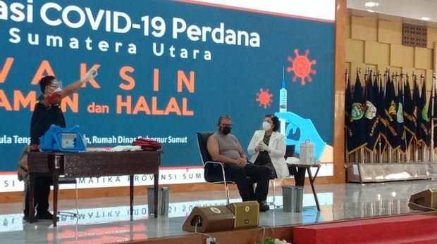 Penyuntikan vaksin Corona di Sumut (Ahmad Arfah-detikcom)