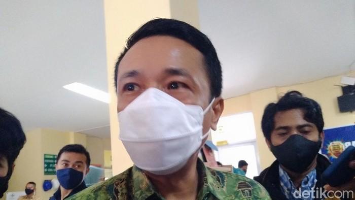 Pj Walkot Makassar Rudy Djamaluddin usai divaksin (Hermawan/detikcom).