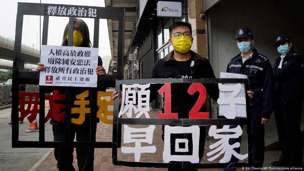 Polisi Tangkap Aktivis yang Bantu Upaya Pelarian Hong Kong 12