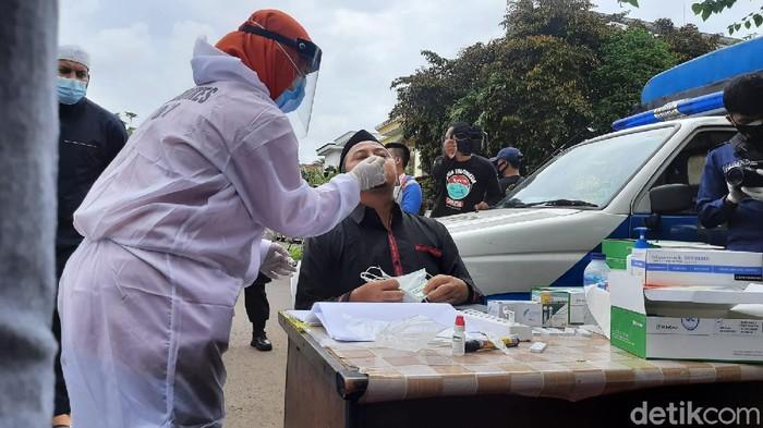 Swab Antigen di Rumah Duka Syekh Ali Jaber