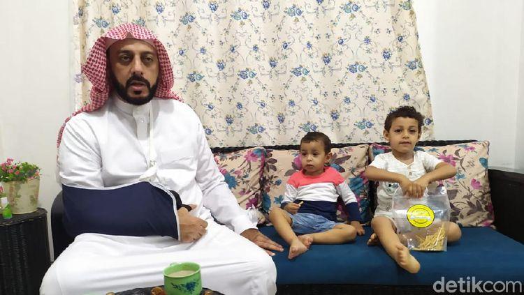 Potret Kedekatan Syekh Ali Jaber dengan Putranya