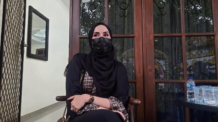 Sakinah Mahri, kerabat Syekh Ali Jaber.