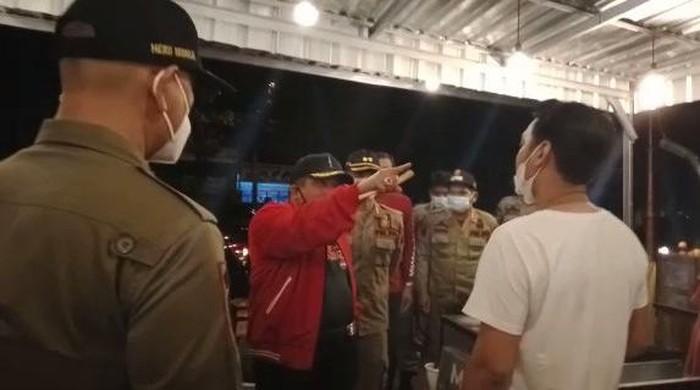 tangkapan layar video viral Bupati Sukoharjo ribut dengan pedagang