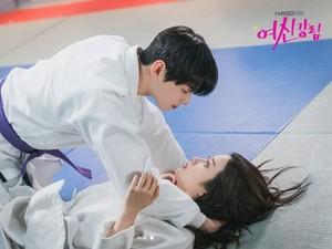 Bocoran True Beauty Episode 9, Intip Momen Cha Eun Woo Pacaran Diam-diam