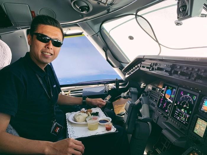 Vincent Raditya Ungkap Makanan dan Minuman yang Dikonsumsi Pilot