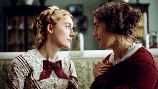 Ammonite, film yang dibintangi oleh Kate Winslet dan Saoirse Ronan.