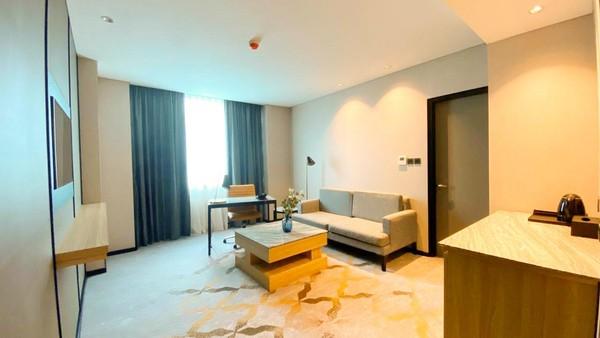 Kamar-kamar itu tersebar dalam tiga lantai yang terdiri atas 5 tipe, yakni Deluxe Room, Deluxe Difabel Room, Junior Suite, Executive Suite dan Deluxe Suite.