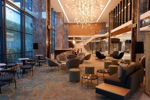Selain itu karena mulai beroperasi di masa pandemo COVID-19, hotel ini dilengkapi dengan protokol kesehatan.