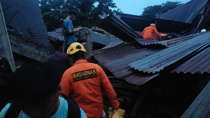 Basarnas evakuasi korban gempa Mamuju, Sulbar (Foto: dok Basarnas)