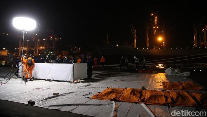 Identifikasi jenazah korban pesawat Sriwijaya Air SJ182 masih terus dilakukan tim Disaster Victim Identification (DVI) Rumah Sakit (RS) Polri. Total sudah ada 17 korban yang telah teridentifikasi.