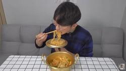 5 Cara Makan Mie Instan ala Anak Kos Korea, Yuk Cobain!