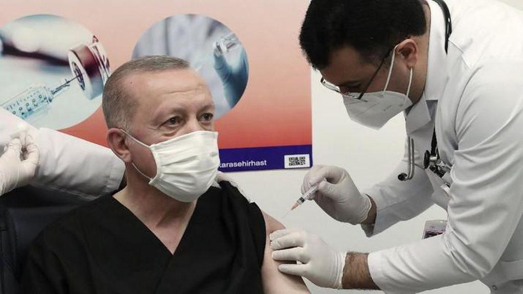 Momen Presiden Turki Erdogan Disuntik Vaksin Sinovac