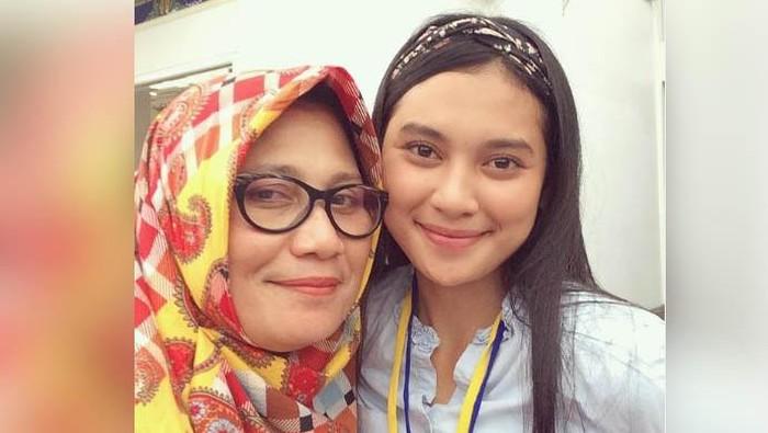 Indah Permatasari dan sang ibu, Nursyah.