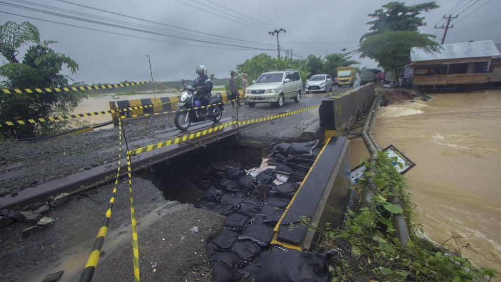 Tolong! Jalan Nasional di Kalimantan Selatan Putus