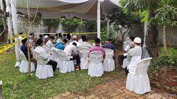 Usai Salat Jumat di Daarul Quran, Jemaah Ziarah ke Makam Syekh Ali Jaber