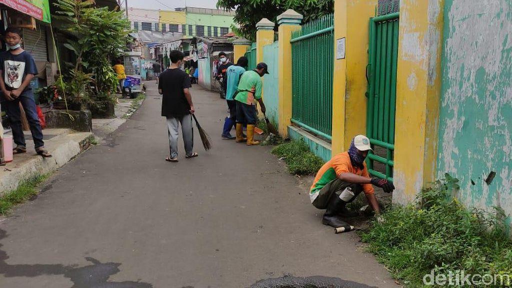 Video Pemkot Hingga Warga Bersih-bersih Sampah di Ciputat