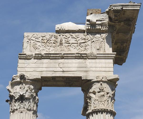 Restorasinya membutuhkan waktu yang cukup lama. Restorasi dimulai pada tahun 2008 dengan memakan dana lebih dari 20 juta Euro (Rp 340,7 miliar). Adapun pembaruan yang dilakukan tidak hanya untuk makam, namun juga alun-alunnya.