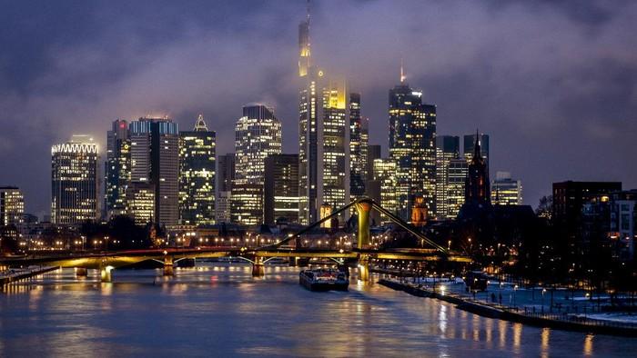 Kelap-kelip lampu dan megahnya bangunan menjadi daya tarik sebuah kota besar di dunia. Berikut ini karya-karya yang disajikan untuk dinikmati akhir pekan.