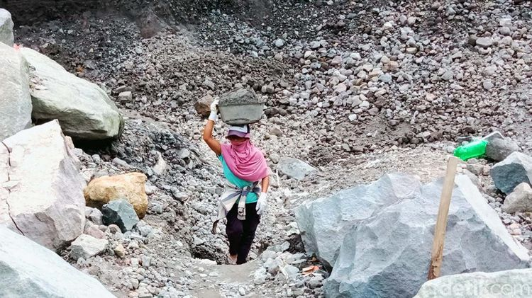 Merapi Siaga, Penambang Pasir di Klaten Tetap Bekerja
