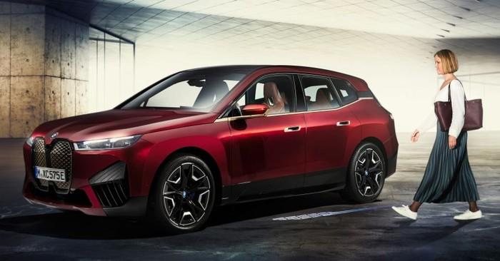 Mobil listrik BMW iX Dilengkapi Kunci Digital. Mengunci, membuka kunci hingga menyalakan mesin mobil bisa pakai iPhone.