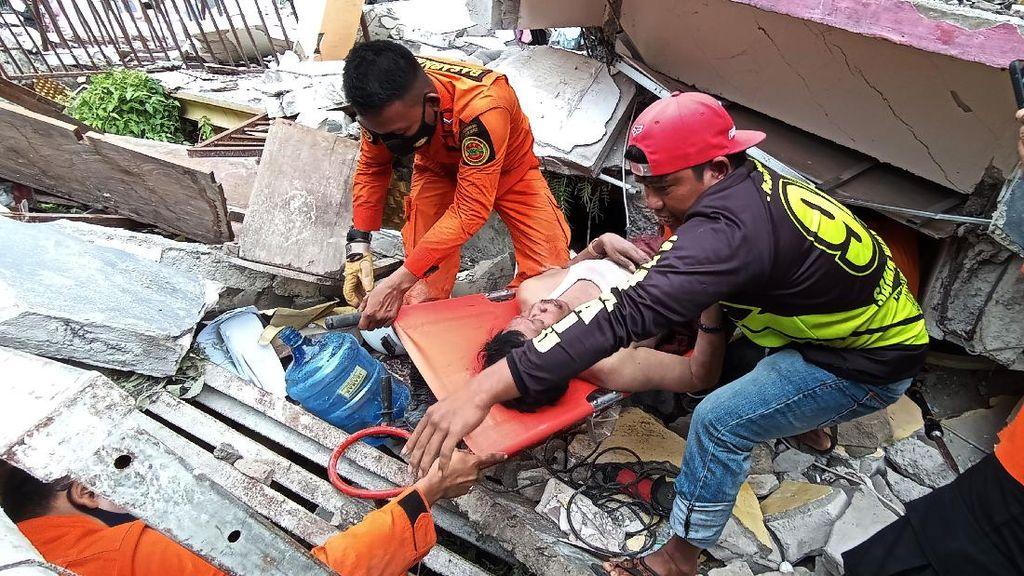 Kondisi Tenda Pengobatan Darurat di Mamuju